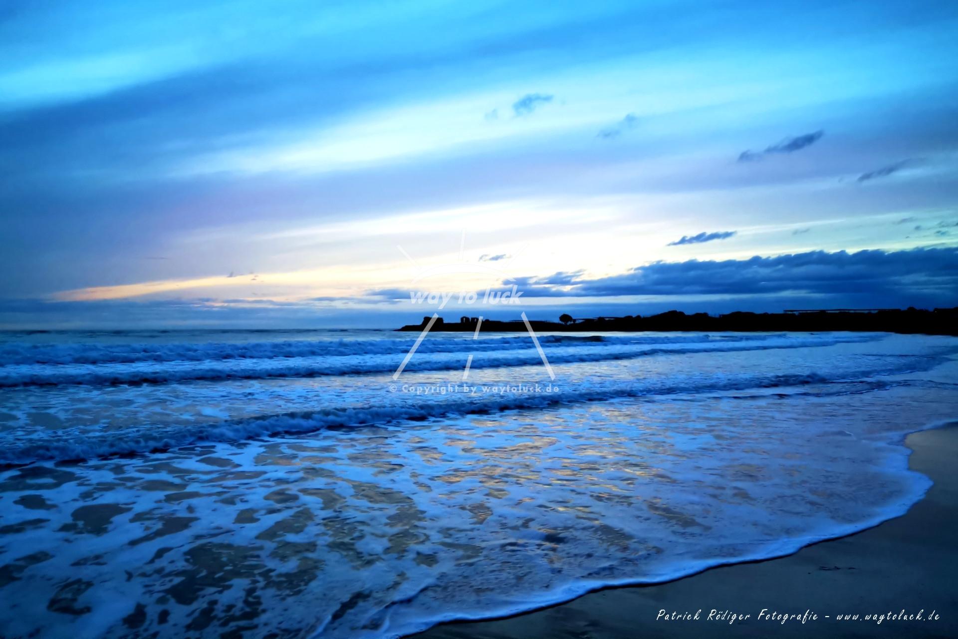 Blauer Strand Meer Wolken Sizilien