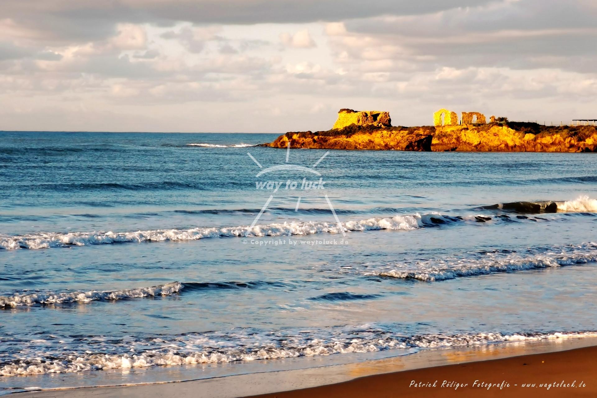 Am Morgen Strand Meer Wolken Sizilien