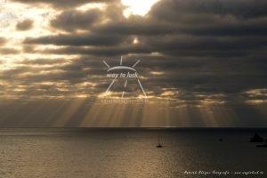 Sonnenstrahlen Wolken Meer Mittelmeer