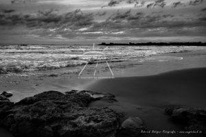Steine Strand Meer Wolken Sizilien Schwarz Weiß