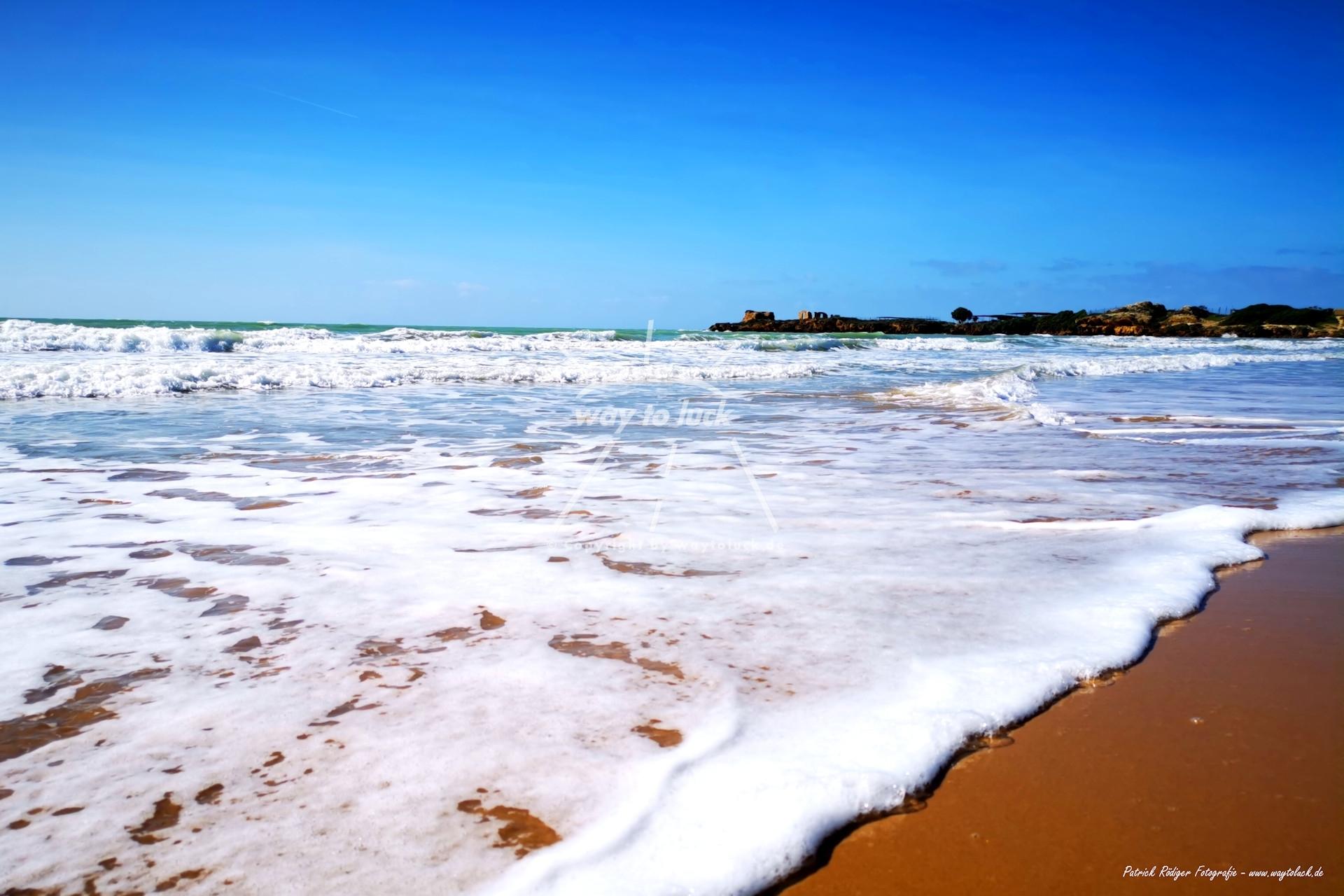 Wellenrauschen Sizilien Strand Meer Blauer Himmel